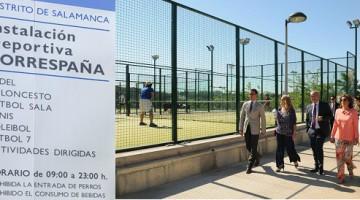 Ana Botella visita las instalaciones del polideportivo Torrespaña