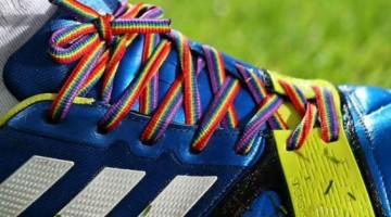 Cordones arcoíris contra la homofobia en el deporte