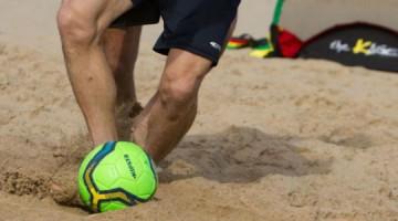 Fútbol playa, el deporte rey en la arena