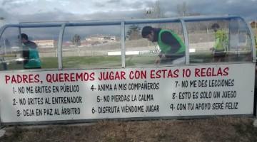 Cartel de obligada presencia en los campos de fútbol base