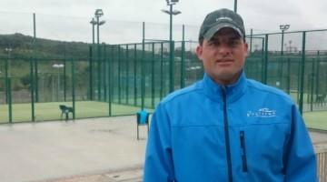 José Ángel Comendador, monitor de pádel en Torrespaña